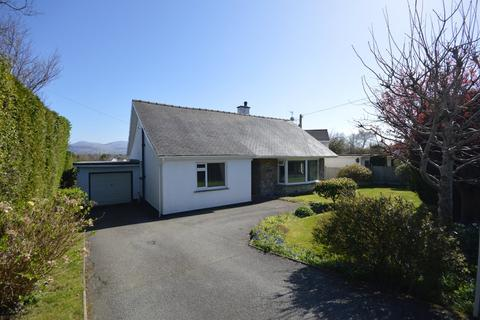 3 bedroom detached house for sale - Lon Pant, Llanfairpwll, North Wales