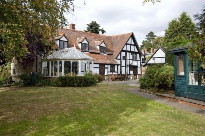 5 Bedrooms Unique Property for sale in Main Street, Cropthorne, Worcestershire, WR10