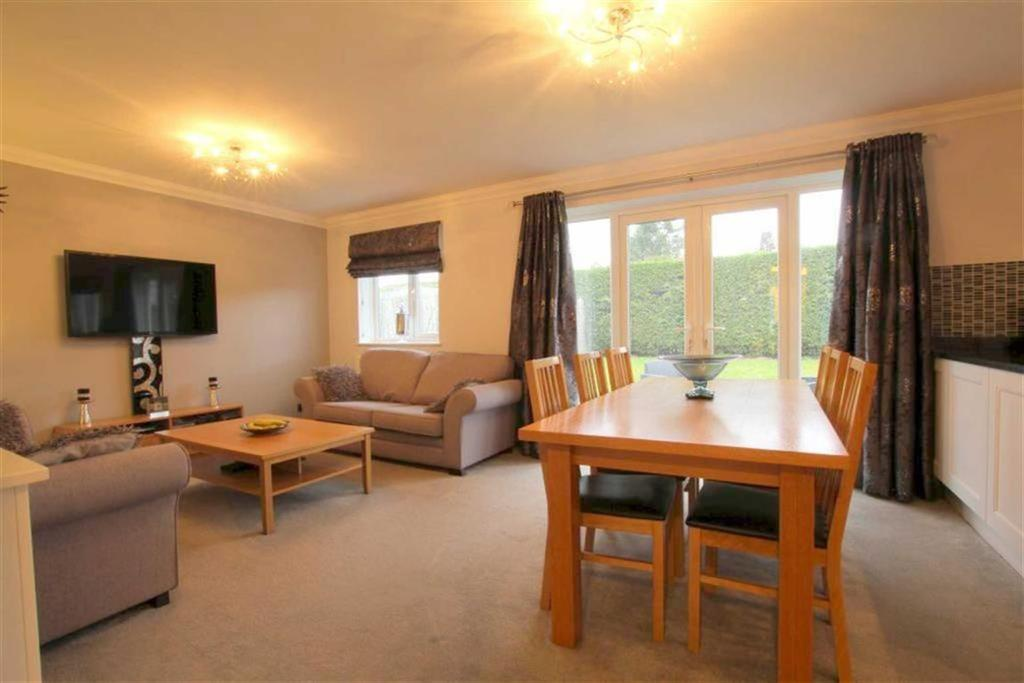4 Bedrooms Detached Bungalow for sale in Carew Close, Yarm