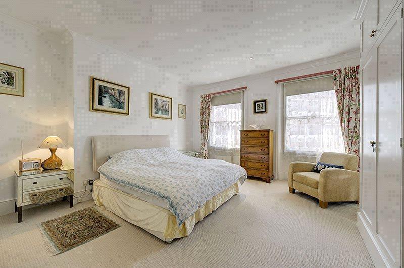 2 Bedrooms Maisonette Flat for sale in Alderney Street, London, SW1V