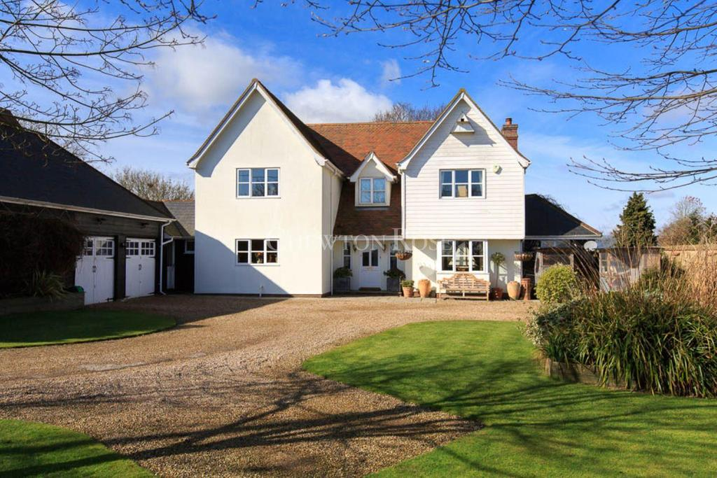 5 Bedrooms Detached House for sale in Layer Marney