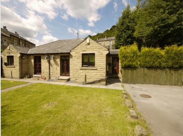 2 Bedrooms Semi Detached Bungalow for sale in Elmwood Street Brighouse