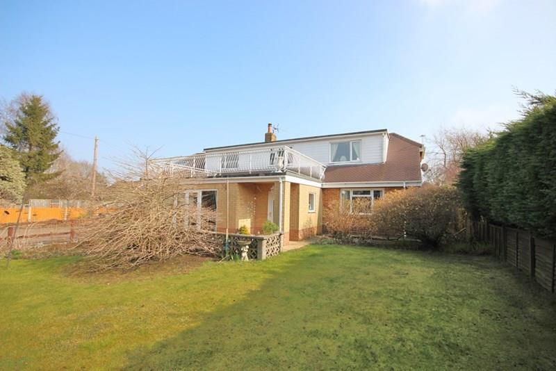 4 Bedrooms Detached House for sale in Blandford Road, Corfe Mullen, Wimborne