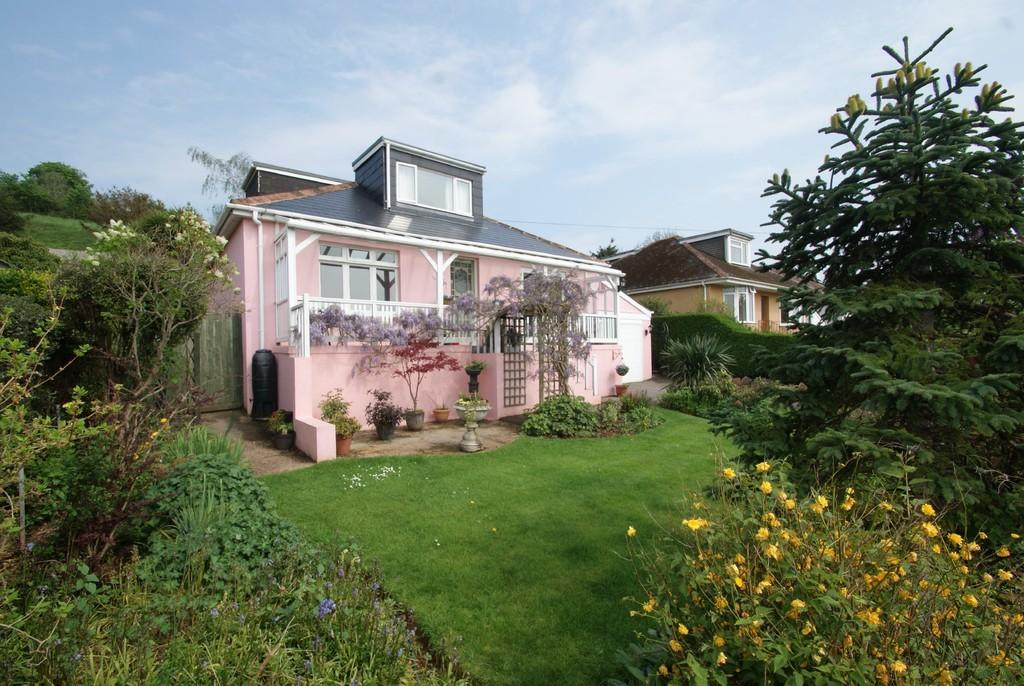 4 Bedrooms Detached Bungalow for sale in Mount Pleasant Road | Kingskerswell | Newton Abbot