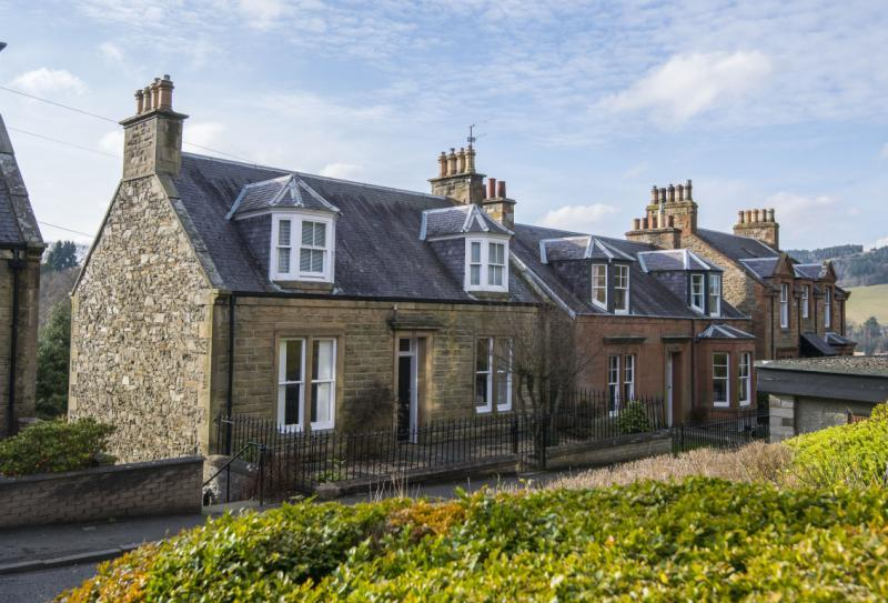 3 Bedrooms Detached House for sale in Norwood Lodge, The Glebe, Selkirk, Selkirkshire
