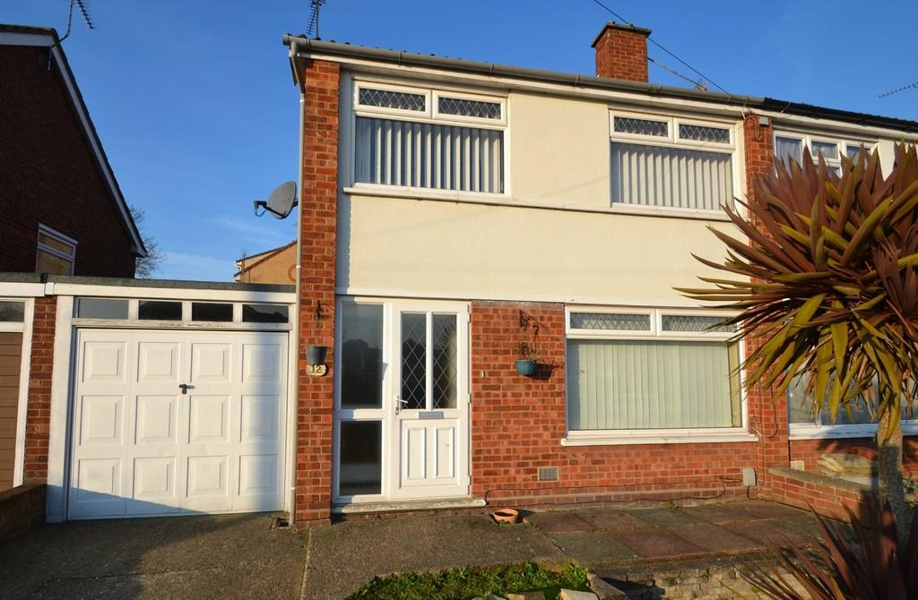 3 Bedrooms Semi Detached House for sale in Chartwell Close, Ipswich, Suffolk
