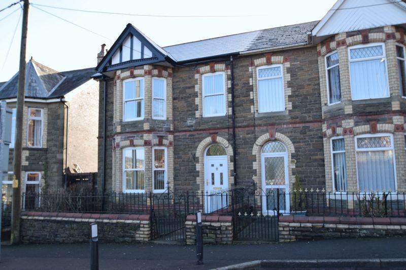 3 Bedrooms Terraced House for sale in Blaendare Road, PONTYPOOL, Torfaen