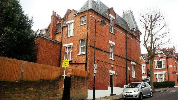 2 Bedrooms Maisonette Flat for sale in GLADSMUIR ROAD Whitehall Park N19 3JU