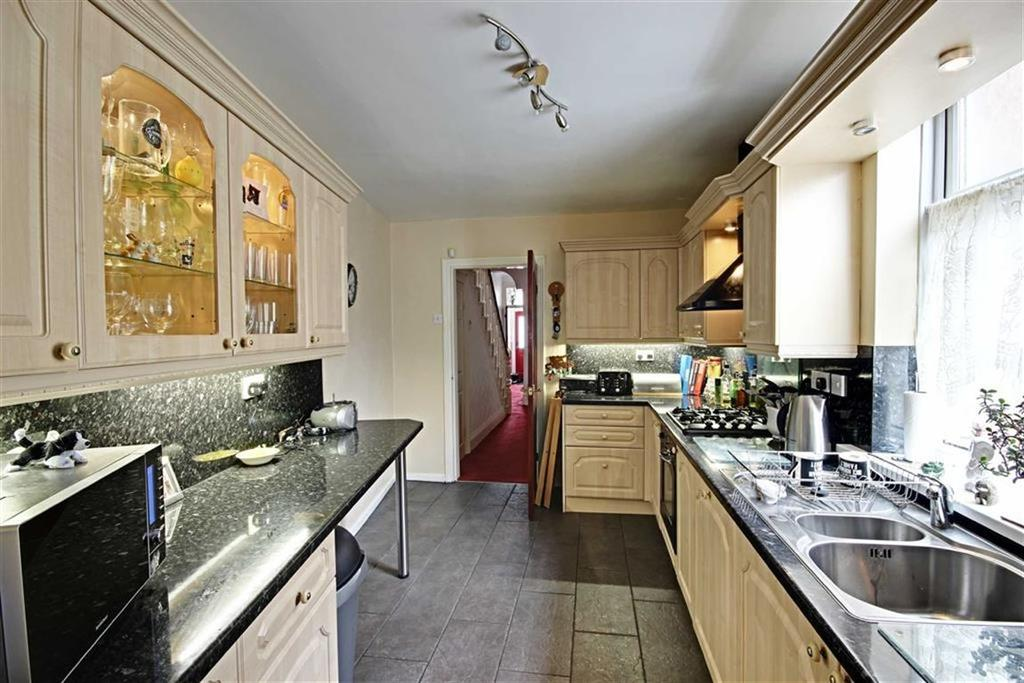 3 Bedrooms Terraced House for sale in Oxford Avenue, South Shields, Tyne And Wear