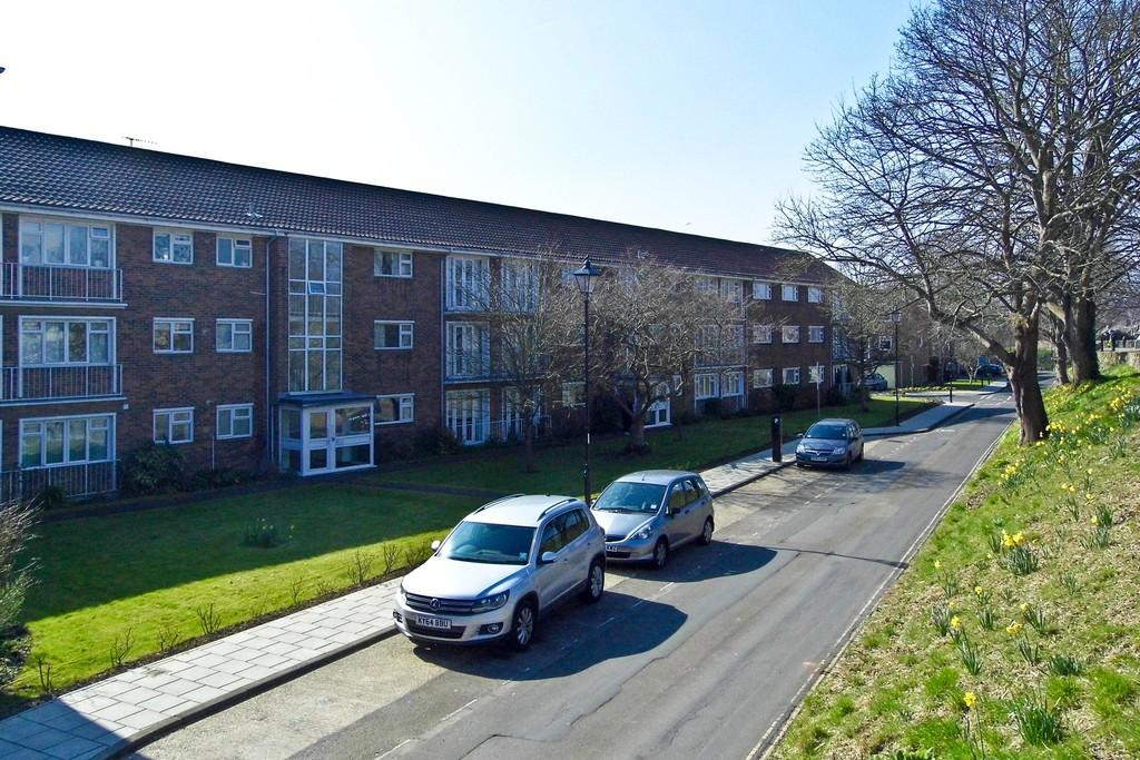 2 Bedrooms Apartment Flat for sale in North Walls, Chichester
