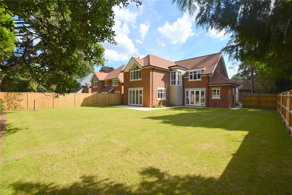 5 Bedrooms Detached House for sale in The Dormy, Ferndown, Dorset, BH22