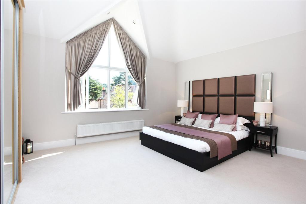 4 Bedrooms Detached House for sale in The Dormy, New Road, Ferndown, Dorset, BH22