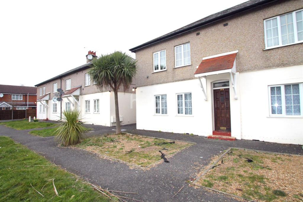 2 Bedrooms Flat for sale in North Hayes