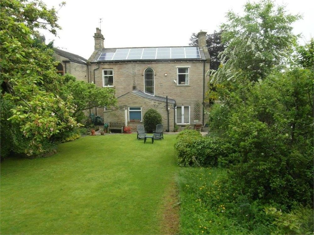 4 Bedrooms Detached House for sale in Bradford Road, CLECKHEATON, West Yorkshire
