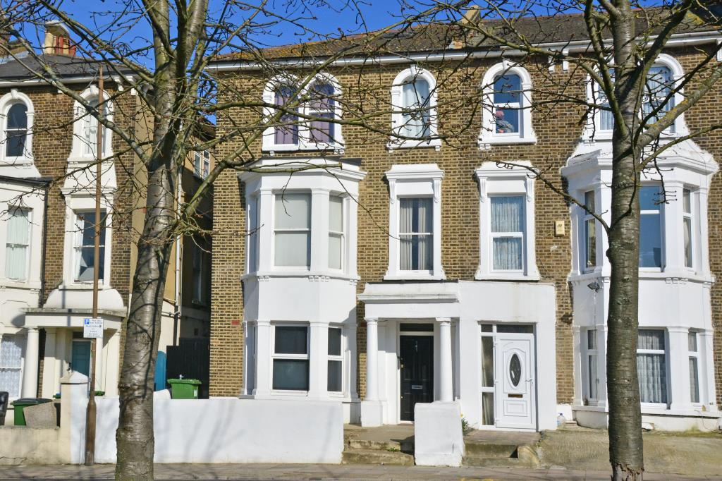 3 Bedrooms Flat for sale in Charlton Church Lane, Charlton, London, SE7