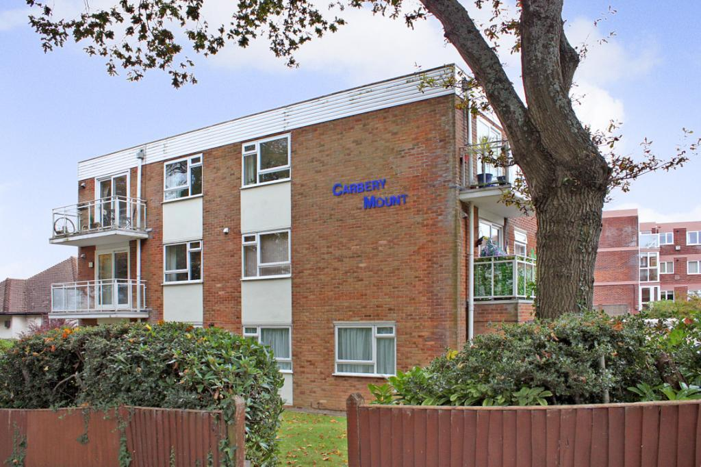 2 Bedrooms Flat for sale in Carbery Mount, 1 Carbery Avenue, Bournemouth, Dorset, BH6