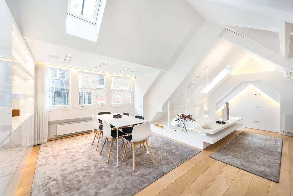 3 Bedrooms Mews House for sale in Bourdon Street, London