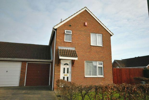 3 Bedrooms Terraced House for sale in Cyrano Way, GRIMSBY