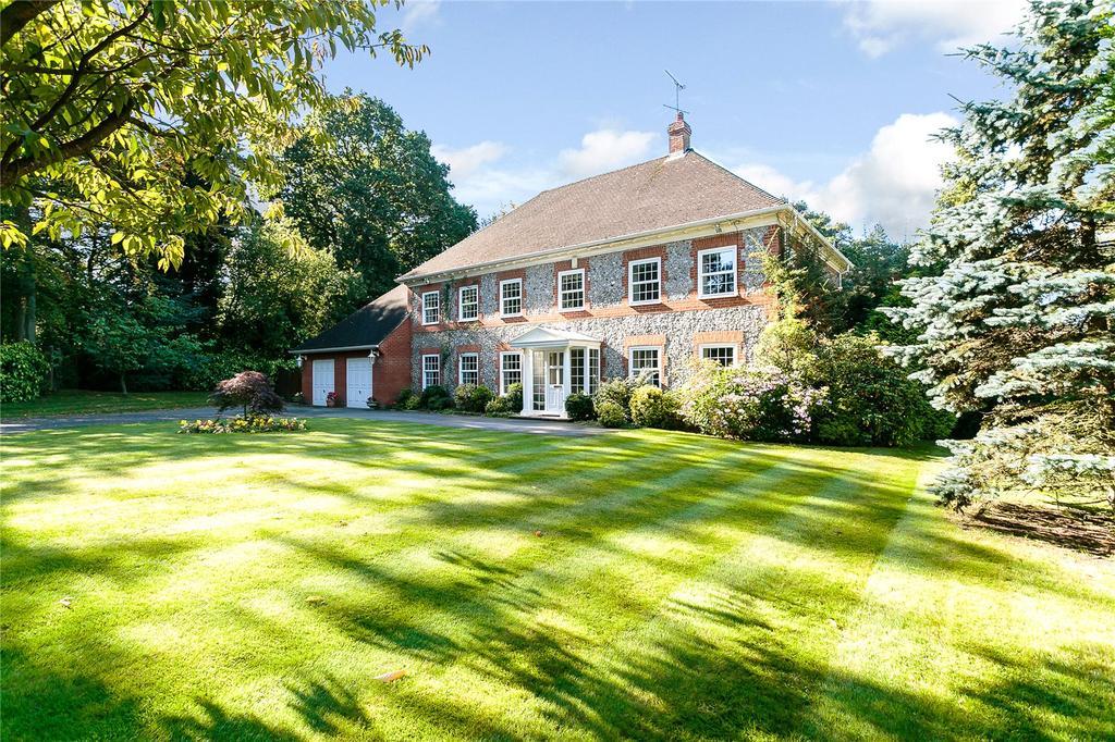 5 Bedrooms Detached House for sale in Woodpecker Close, Ewshot, Farnham, Surrey