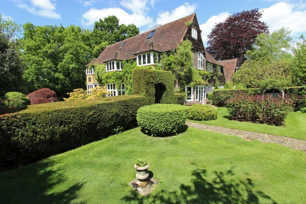 7 Bedrooms Detached House for sale in Walpole Avenue, Chipstead