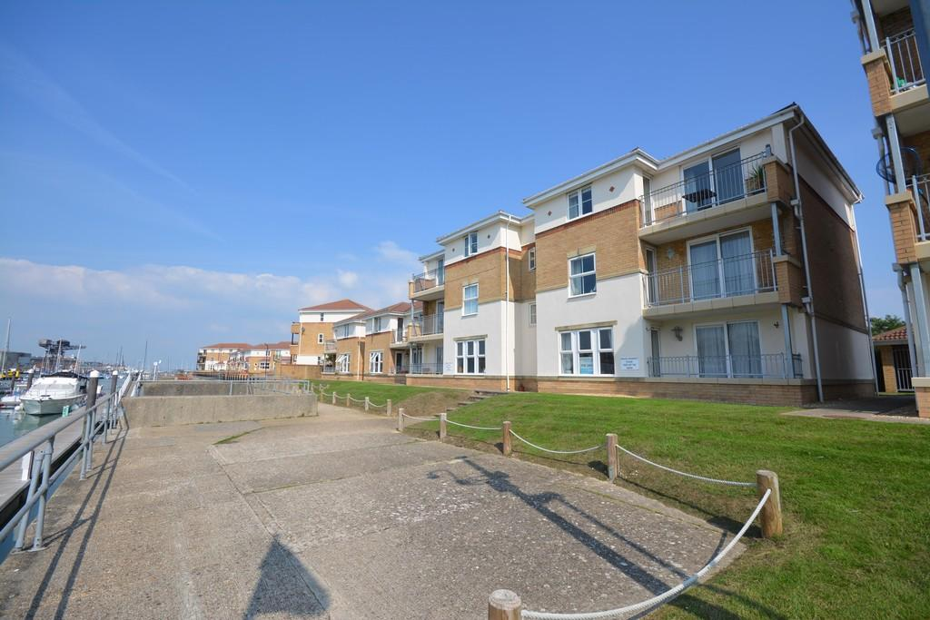 2 Bedrooms Apartment Flat for sale in Brittania Way, East Cowes