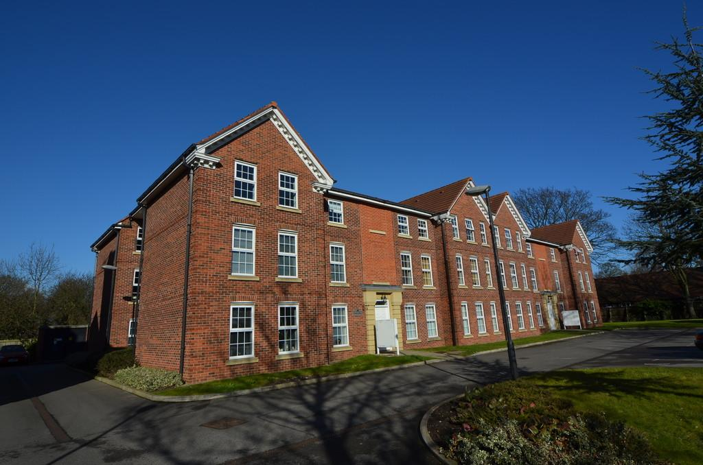 2 Bedrooms Apartment Flat for sale in Dunsley House, Pickering Rd, 892 Hessle Road