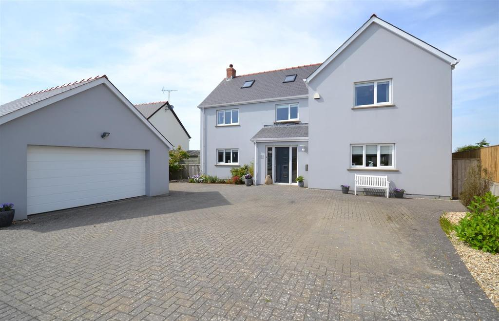 6 Bedrooms Detached House for sale in Roch