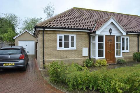 2 bedroom semi-detached bungalow to rent - Parkington Way, Wattisfield