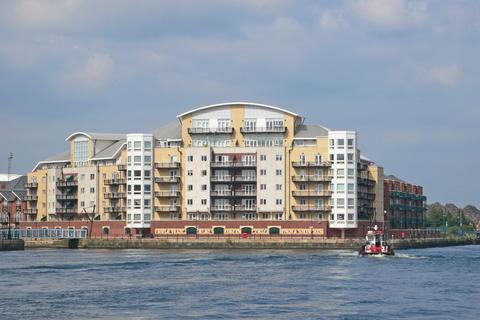 3 bedroom apartment to rent - Adventurers Quay, Cardiff Bay