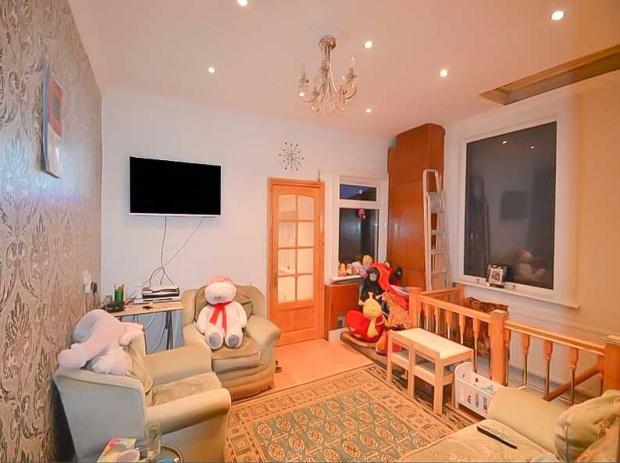 3 Bedrooms Maisonette Flat for sale in Barking Road, London, E13