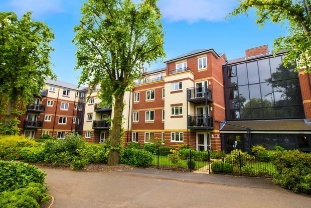 2 Bedrooms Flat for sale in Maxwell Lodge, Northampton Road, Market Harborough, LE16