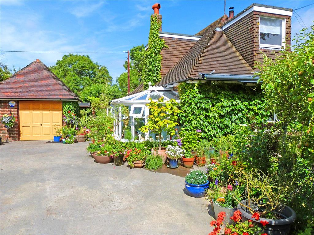 3 Bedrooms Detached House for sale in The Street, Selmeston, East Sussex, BN26