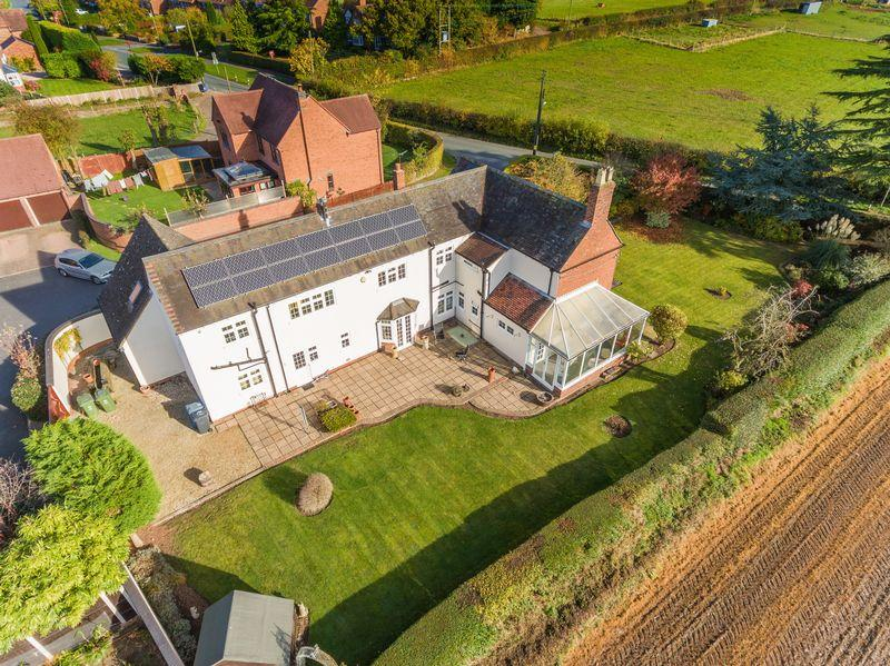4 Bedrooms Detached House for sale in Cherry Cottage, Feiashill Road, Trysull