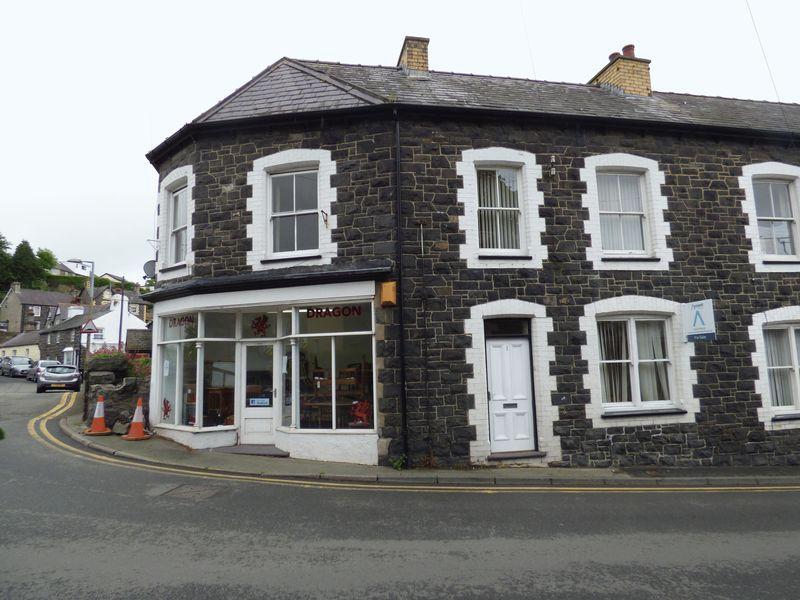 3 Bedrooms Terraced House for sale in 1 Central Buildings, Village Road, Llanfairfechan LL33 0AA