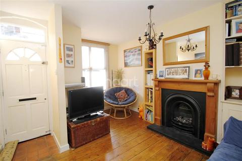 3 bedroom terraced house to rent - Clarendon Road, Reading, RG6 1PB