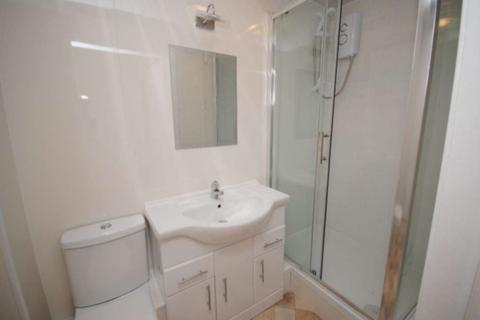 2 bedroom apartment to rent - 2/2  77  West Blackhall St, Greenock