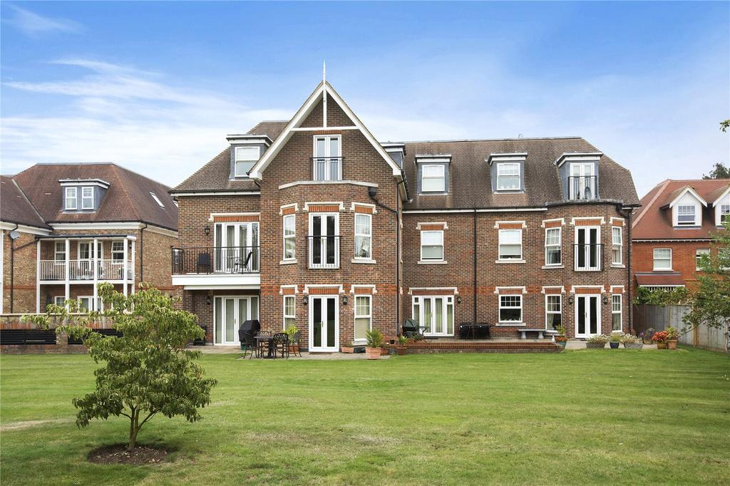 2 Bedrooms Flat for sale in Queensborough House South, 18 Oatlands Chase, KT13