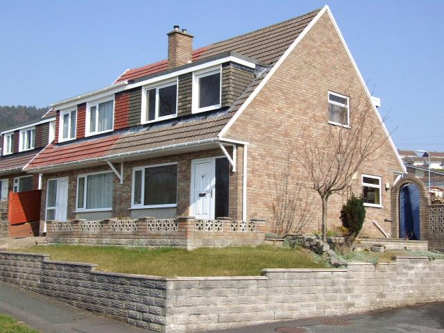 3 Bedrooms Semi Detached House for sale in 12 Maes Ty Canol, Baglan