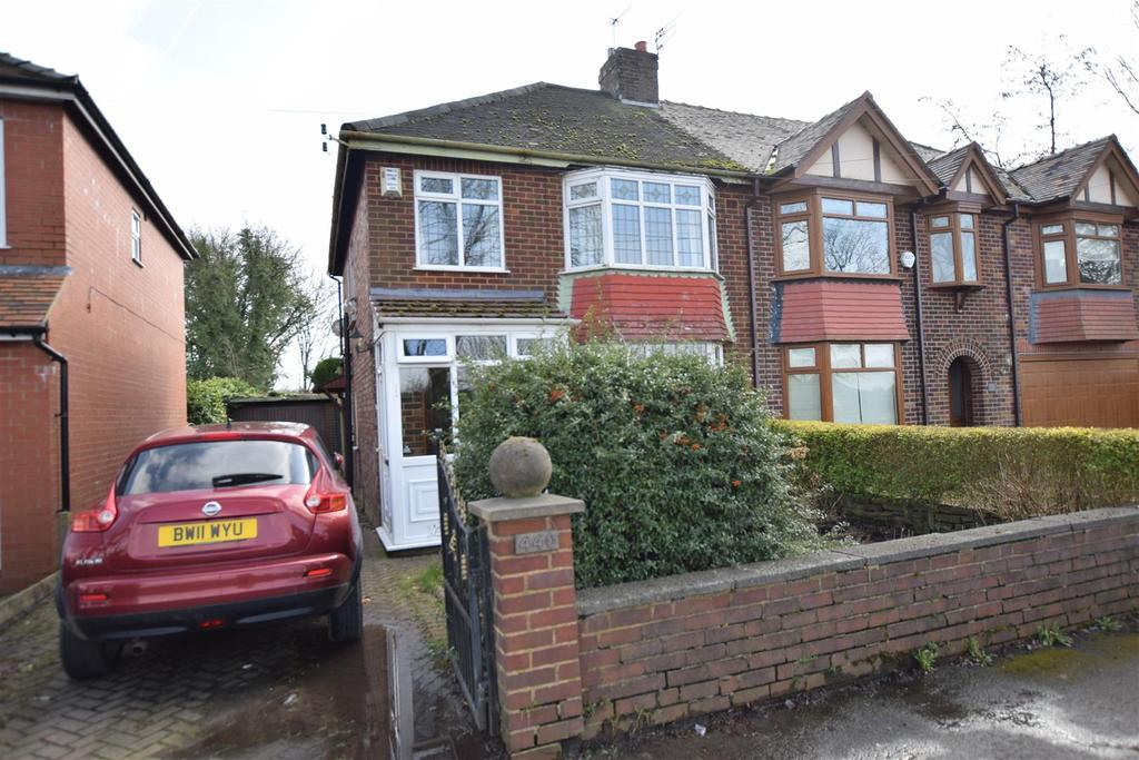 3 Bedrooms Semi Detached House for sale in Heywood Old Road, Middleton, Manchester