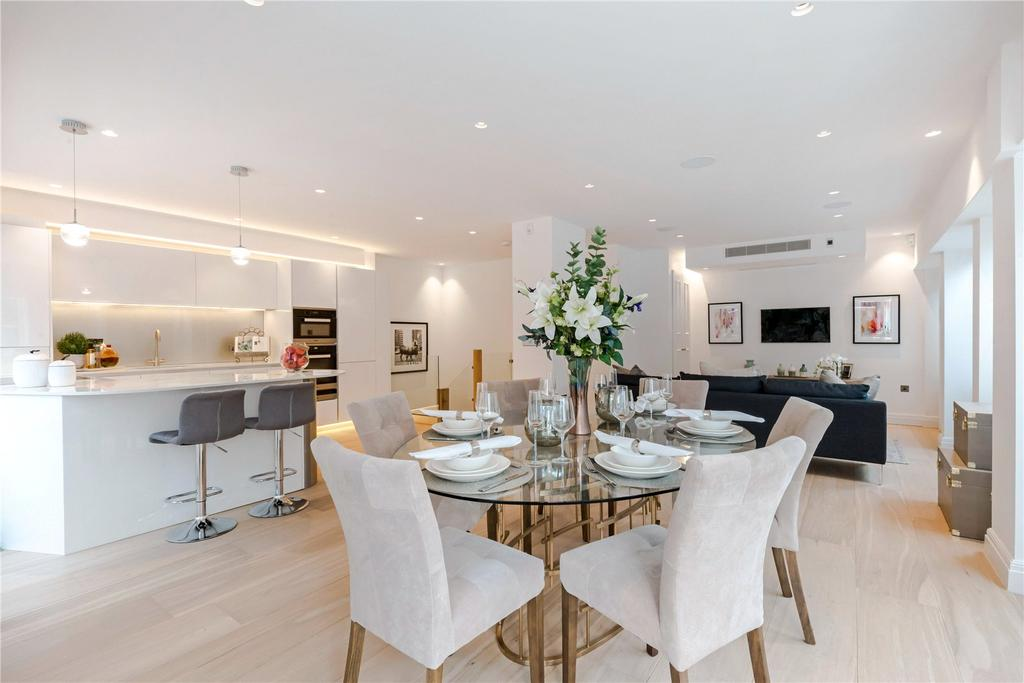 3 Bedrooms Flat for sale in Cleveland Street, Fitzrovia, London, W1T
