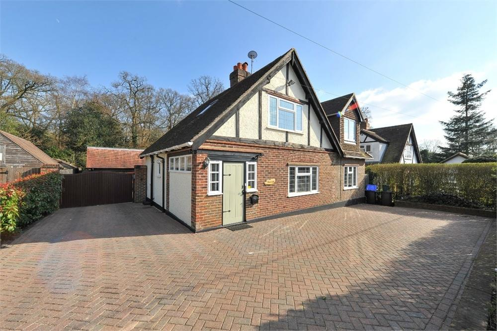 3 Bedrooms Detached House for sale in Blanchards Hill, Sutton Green, Guildford, Surrey