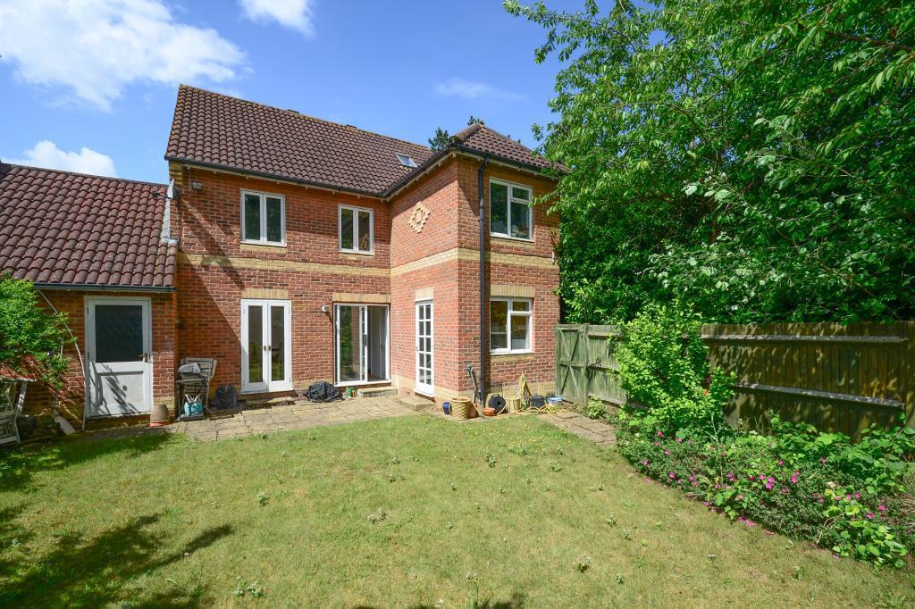 5 Bedrooms Link Detached House for sale in Mays Close, Weybridge, Surrey, KT13