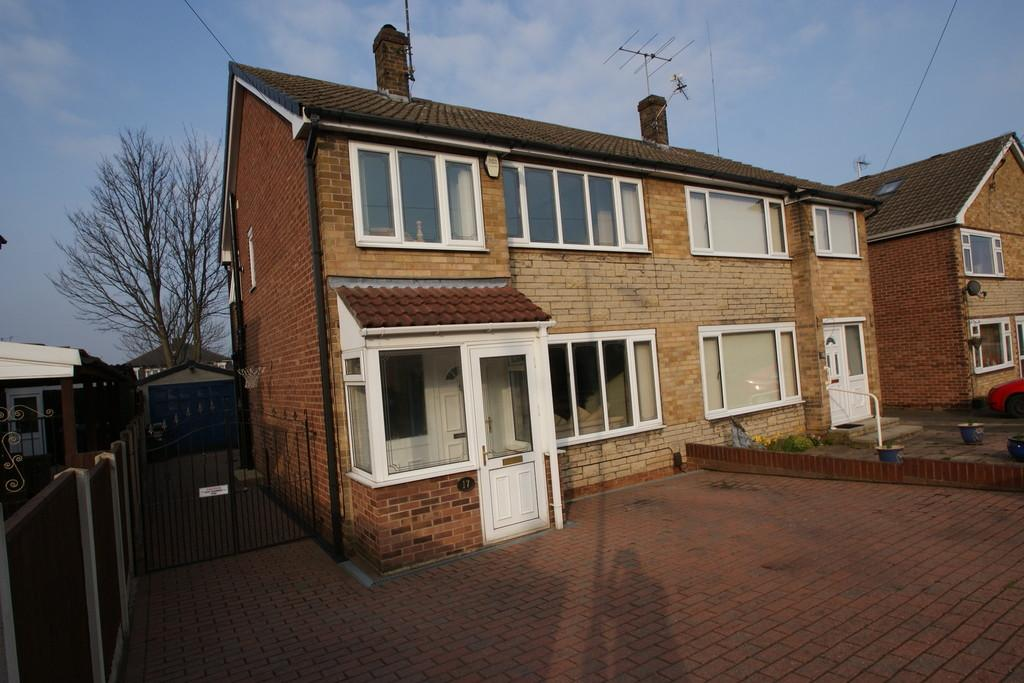 3 Bedrooms Semi Detached House for sale in 17 Rotherwood Close, Scawsby, Doncaster, DN5 8QF