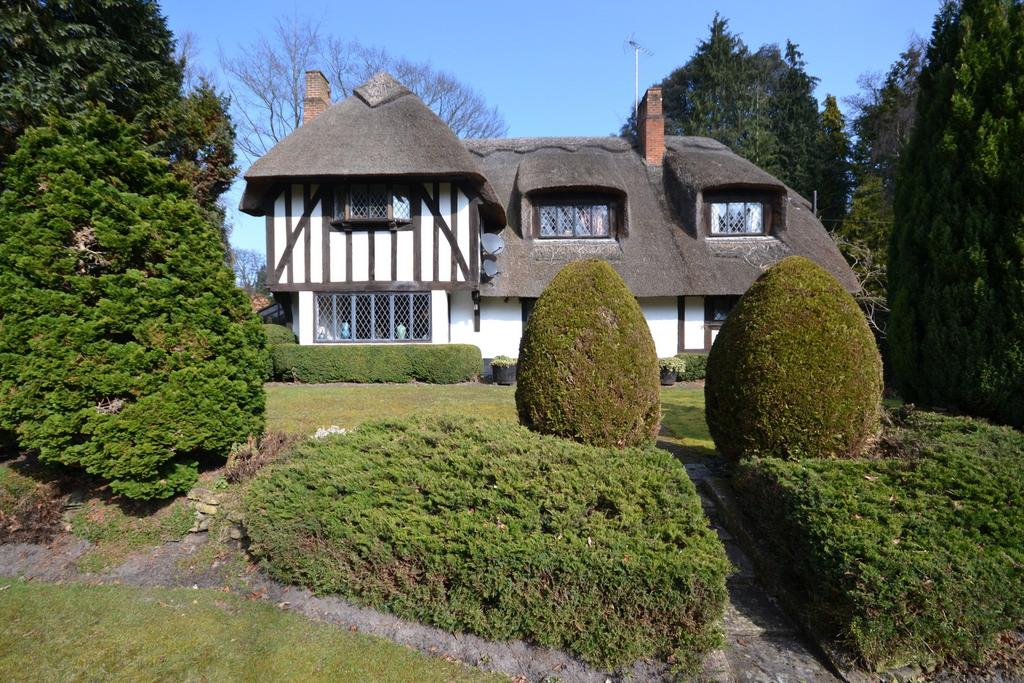 4 Bedrooms Detached House for sale in Pirbright