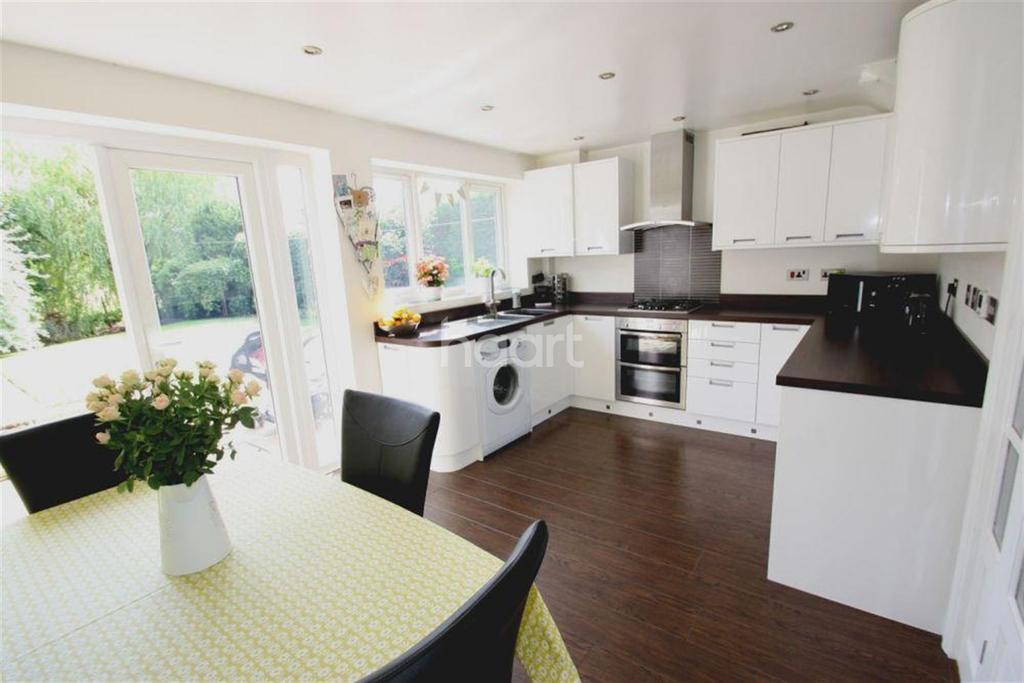 3 Bedrooms Semi Detached House for rent in Bulrush Close, Scarning