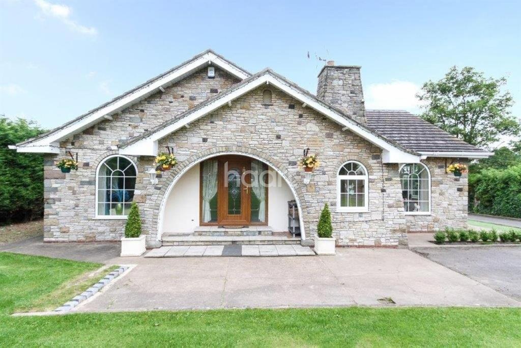 5 Bedrooms Bungalow for sale in Glen, High Street, Wroot