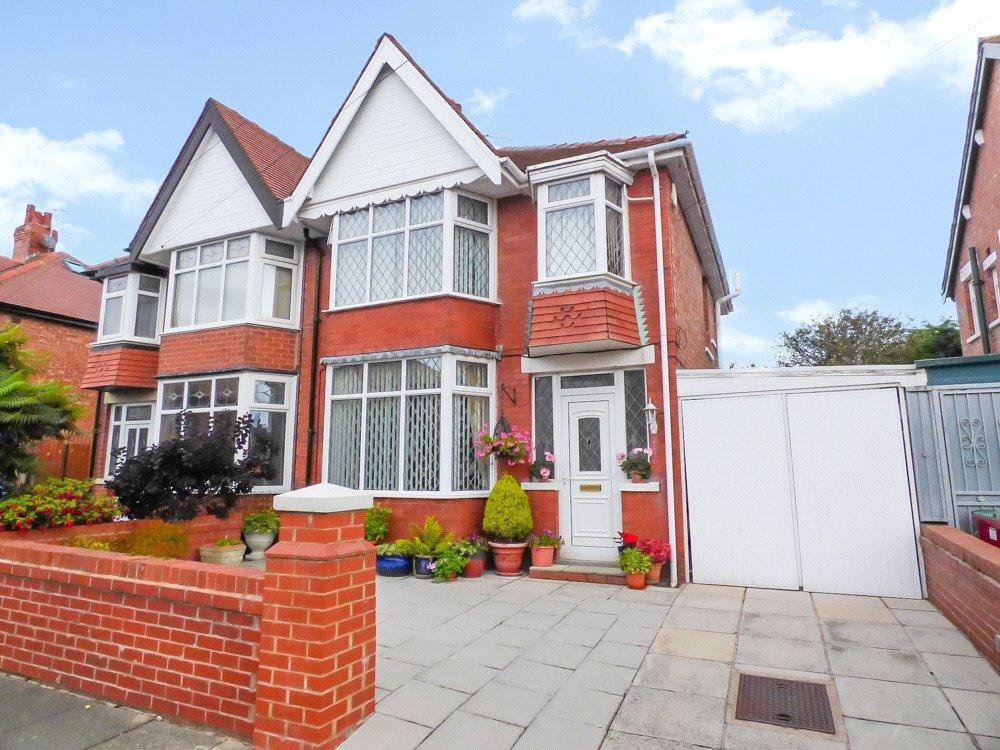 3 Bedrooms Semi Detached House for sale in Crestway, Layton, Blackpool