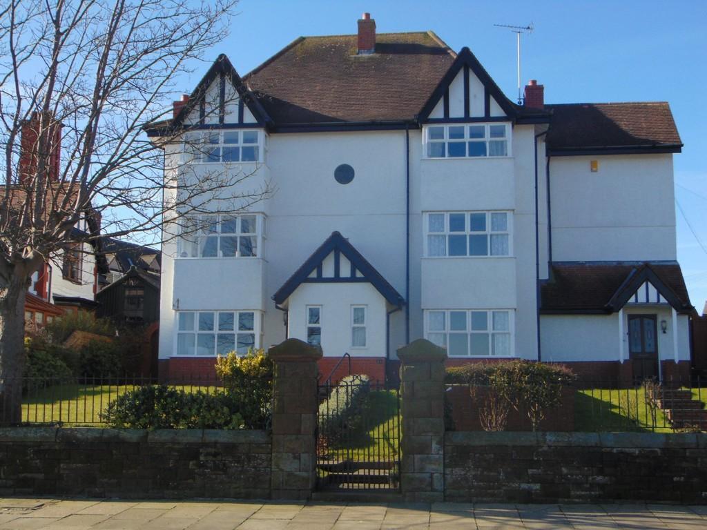 2 Bedrooms Maisonette Flat for sale in 23 Promenade, Walney
