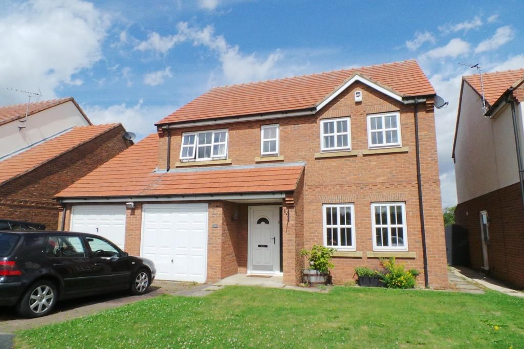 4 Bedrooms Detached House for sale in Fieldside Court, Church Fenton, LS24 9WA