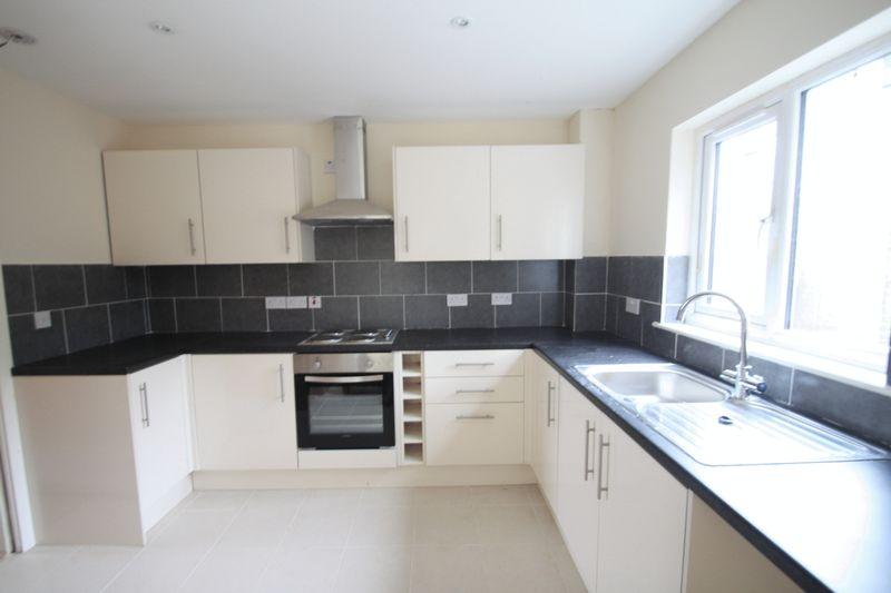 3 Bedrooms Detached House for sale in Bangor, Gwynedd